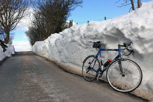snow-cycling