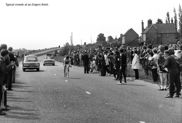 Crowd come to see Alf Engers finish