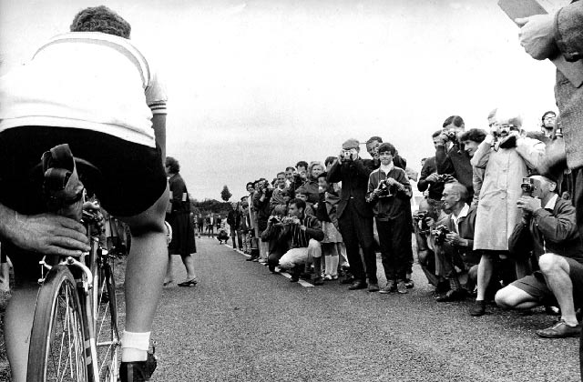 Beryl Burton start with crowds