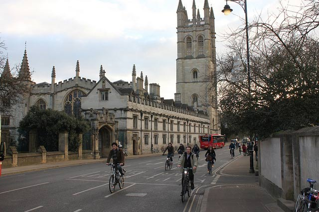 cyclists-magdalen-bridge