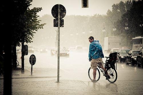 blue-bike-rain-pensiero
