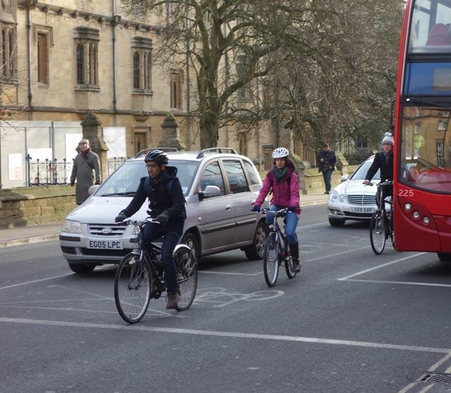 cyclist-feeder-lane-between2-lanes