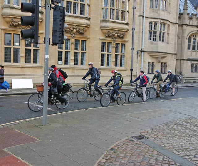 cyclists-lights-broad