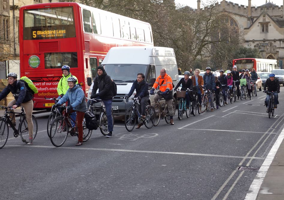 long-line-cyclists-high-st