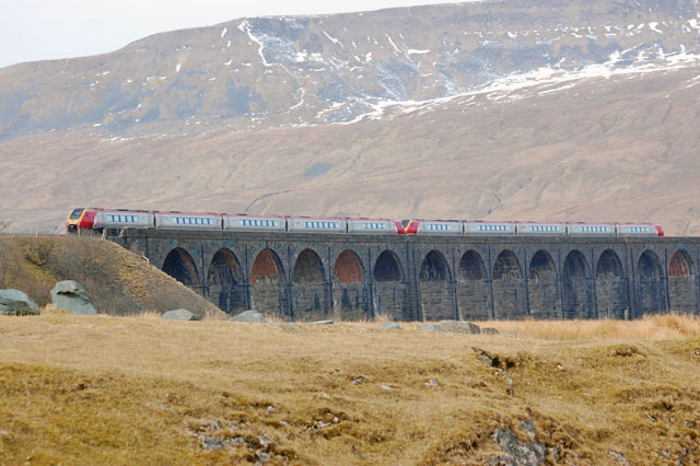 virgin-train-viaduct
