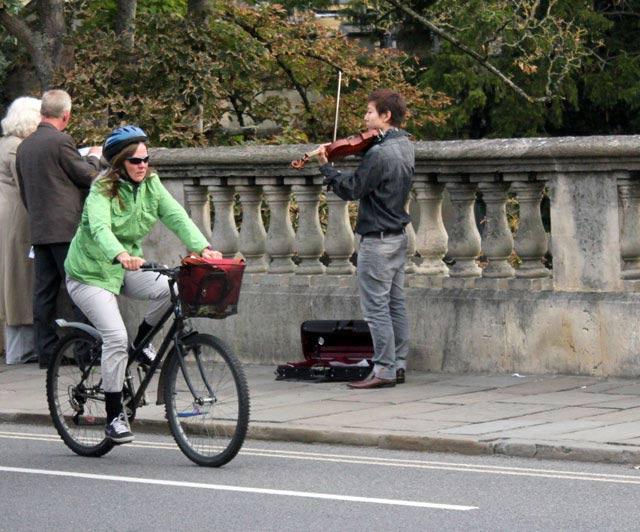 cyclist-violin
