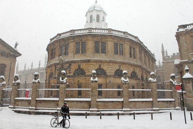 snow-sheldonian