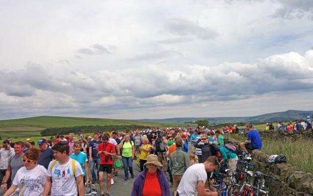 crowds-top-addingham
