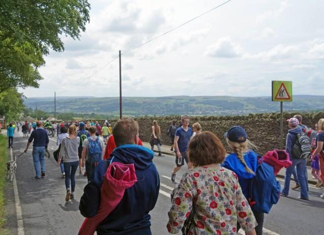 descent-crowds