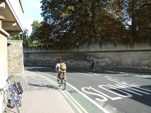 narrow-cycle-lane