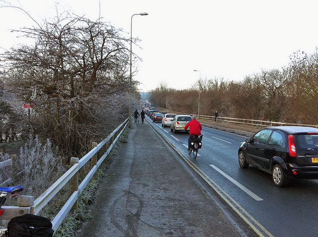 frosty-donnington-bridge-cycle-path