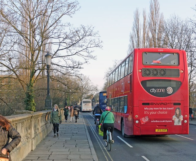 bus-cyclist-behind