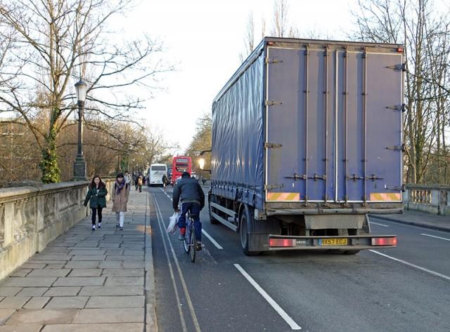 lorry-overtake