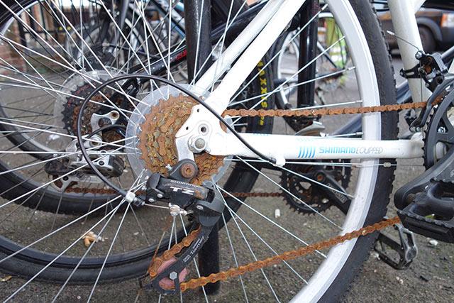 rusty-chain-white-bike