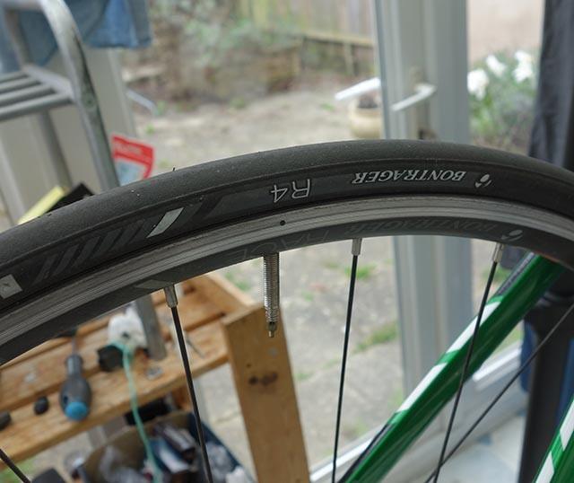 bontrager-r4-tyre