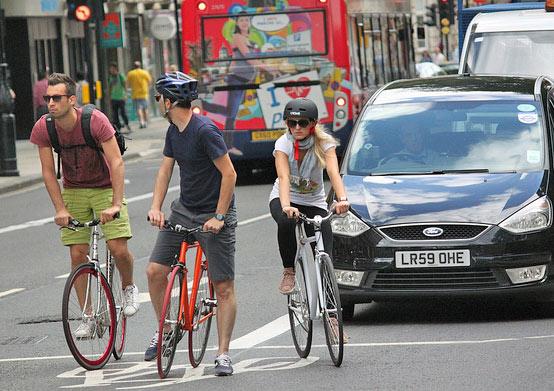 london-3cyclists-advanced-stop