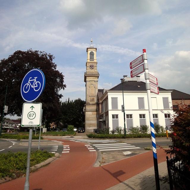 dutch cycling path