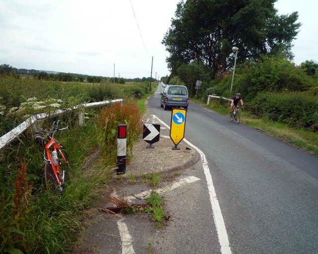 lost-cycle-path-wheatley-overgrown